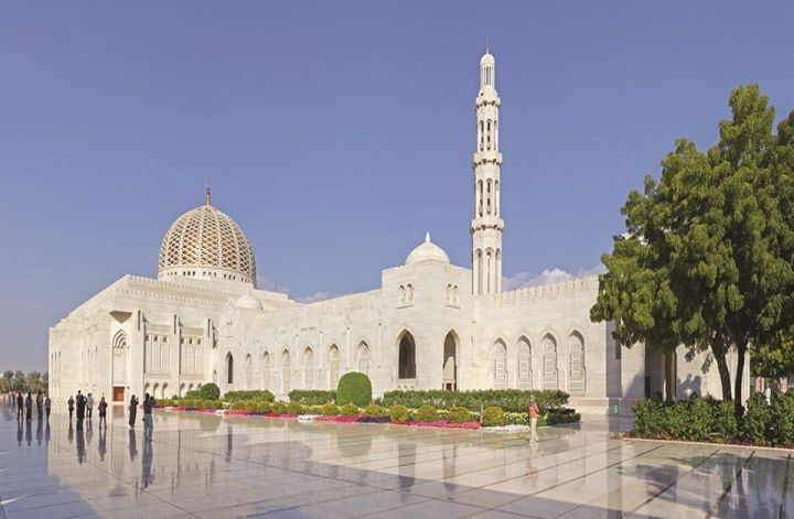 places to visit in muscat sultan qaboos grand mosque